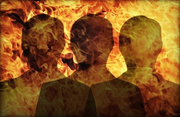 Три человека погибли на пожаре у Коломяжского рынка