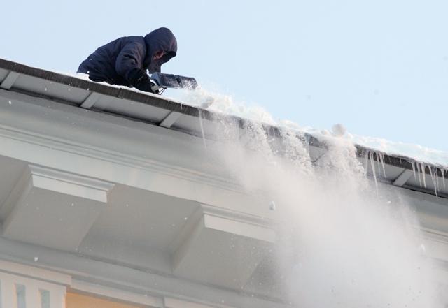 Очистка крыш от снега: Фото