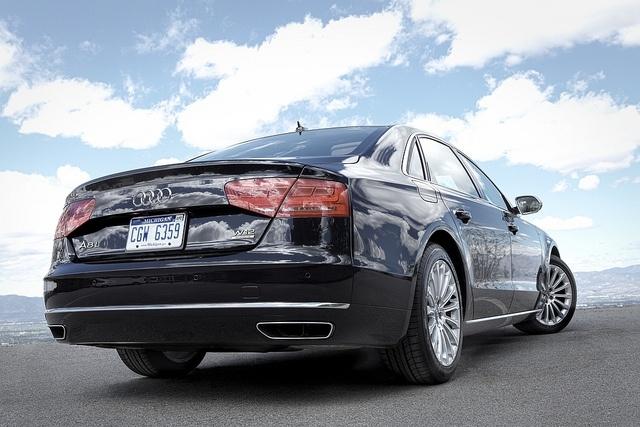 Audi A8: Фото