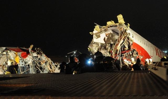 Самолет во Внуково совершил жесткую посадку - фото: Фото