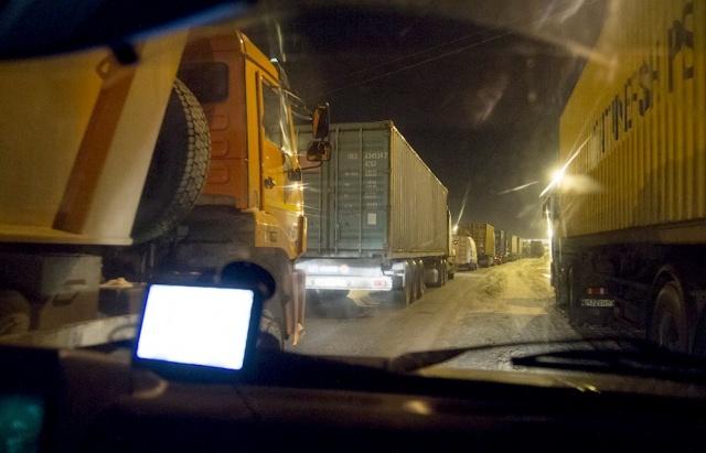 Пробка на трассе Петербург – Москва (Россия, М-10), Тверь, Тверская область: Фото