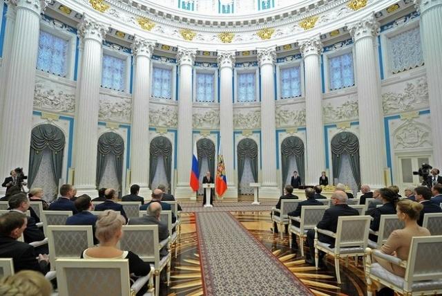 Путин вручает госнаграды 26 декабря 2012: Фото