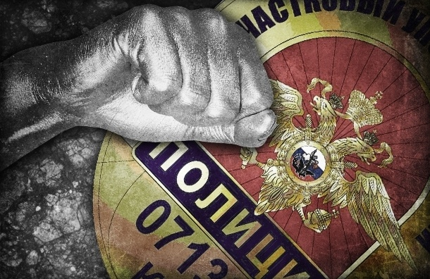 В Петербурге 17-летняя девушка избила сотрудницу полиции