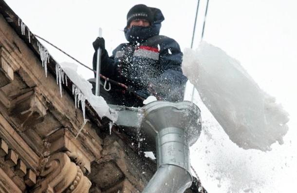 Очистка крыш от снега в Василеостровском районе привела к уголовному делу