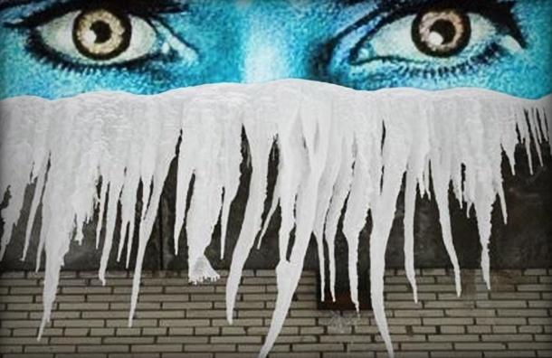 На Лиговском проспекте на мужчину упала глыба льда с крыши