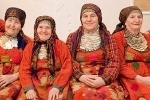 """""""Бурановские бабушки"""" решили накормить Жириновского солеными огурцами"""