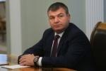 Сердюков пришел на допрос в сопровождении сотрудников ФСО, утверждают СМИ