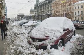 Сотрудники коммунальных служб успешно разбили 60 автомобилей, сбрасывая лед с крыш