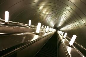 На «Удельной» встали эскалаторы, станцию закрывали для пассажиров