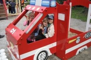 В Петербурге появились детские площадки МЧС – с пожарными машинами и самолетами