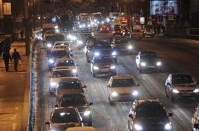 Петербургских автомобилистов просят ездить на метро