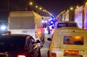 Пробка на трассе Петербург – Москва: водители все еще стоят под Тверью