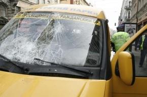 Маршрутка с пассажирами столкнулась с МАЗом на проспекте Большевиков
