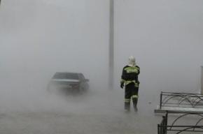 Сотрудники автосалона спасли из разлившегося кипятка 20 машин