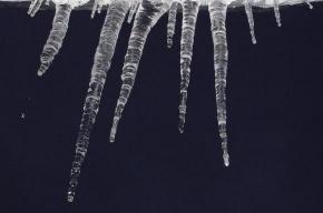 После смерти женщины от глыбы льда Полтавченко призвал горожан быть осторожнее
