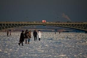 У Арсенальной набережной человек провалился под лед – и больше его никто не видел