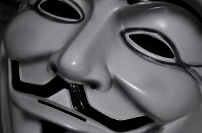 Мужчина в маске открыл стрельбу в торговом центре в США