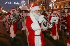 По центру Петербурга пройдет шествие Дедов Морозов и Снегурочек