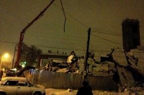 В Таганроге обрушилось строящееся здание: под завалами остаются люди