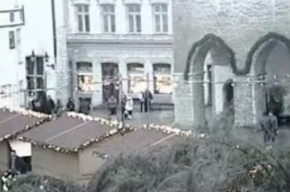 В центре Бишкека рухнула 23-метровая главная новогодняя елка
