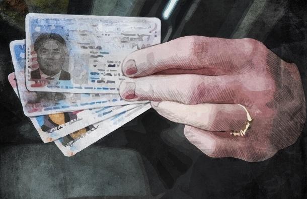 Пластиковые карты вместо паспортов начнут выдавать в РФ с 2015 года