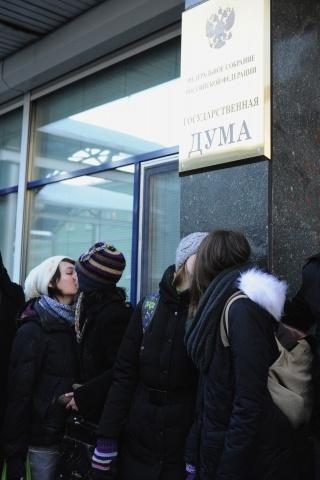 Пикет против закона о запрете гей-пропаганды у Госдумы: Фото