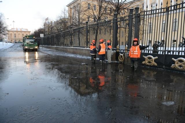 Разлив на Арсенальной набережной 17 января 2013: Фото