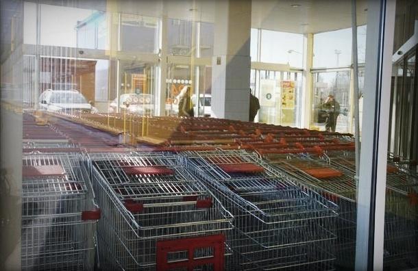 В «Карусели» покупатель не оплатил товары и тяжело ранил охранника