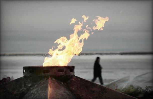 Иностранец справил нужду в Вечный огонь: возбуждено уголовное дело