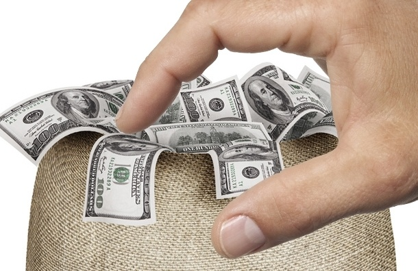 В Петербурге у бухгалтера украли пакет с 5 млн рублей