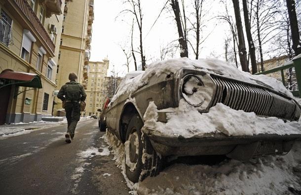 Как убрать брошенный автомобиль из московского двора
