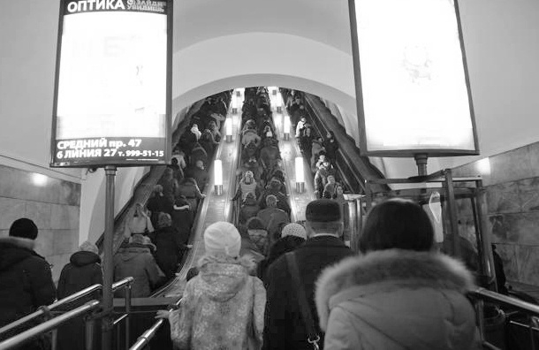 Пьяный мигрант столкнул беременную с эскалатора в Петербурге
