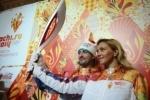 Факел Олимпиады 2014 в Сочи похож на перо Жар-птицы