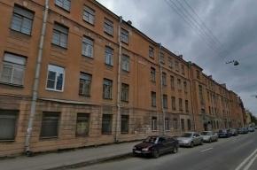 В Петербурге горит четырехэтажный дом