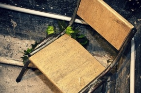 Задержанный петербуржец ударил полицейского стулом