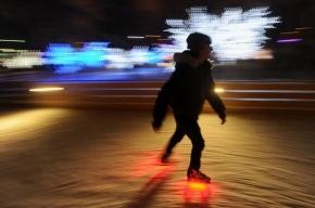 В Петербурге на льду Фонтанки открыли каток