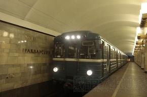 В петербургском метро хулиган в одиночку вывел из строя пять поездов