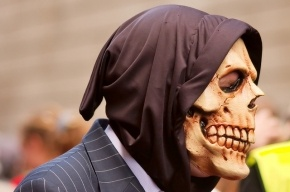 В Вашингтоне неизвестный в страшной маске расстрелял посетителей ночного клуба