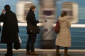 Человек упал на рельсы в метро «Нарвская»