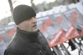 На Удальцова пожаловались в прокуратуру, за то что он порвал портрет Путина