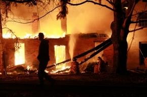 В Петербурге после взрыва газового баллона сгорело деревянное кафе