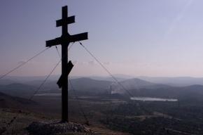 Поклонный крест под Челябинском облили бензином и подожгли