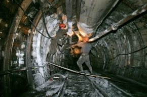 На шахте в Кузбассе шахтера завалило углем