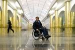 инвалид в метро: Фоторепортаж