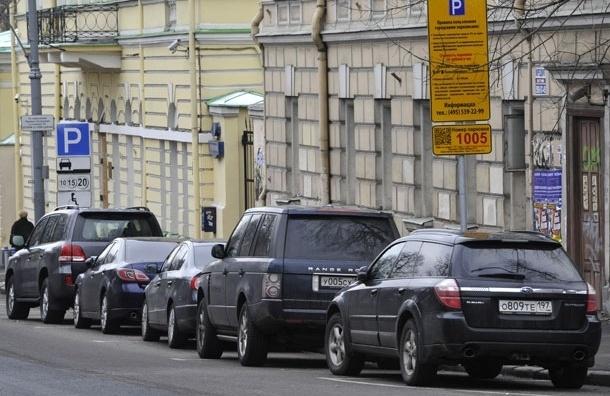 В Москве нетрезвый полицейский протаранил семь припаркованных автомобилей