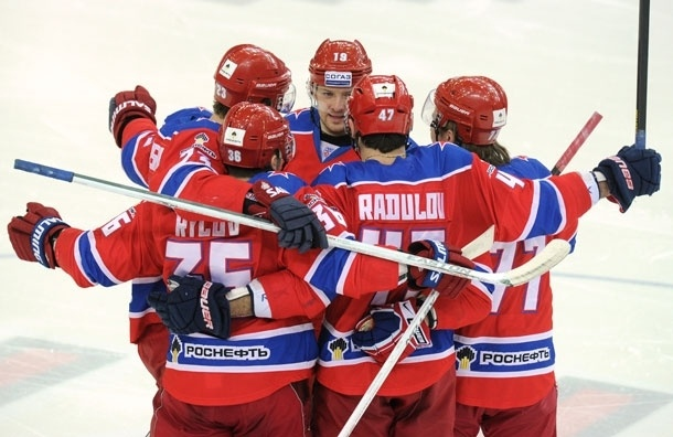 Хоккейный матч в Москве закончился дракой, в которой принимал участие следователь