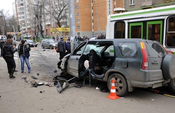 Угонщики разбились на краденой иномарке в центре Москвы