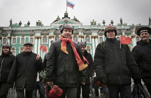 Коммунисты просят Пиотровского разрешить им реконструкцию штурма Зимнего