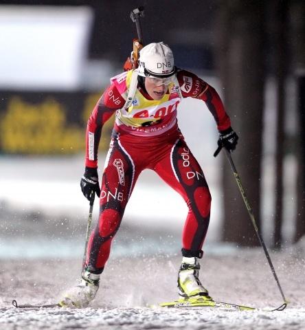 Биатлон женщины индивидуальная гонка, Бергер, Хенкель, одна из Семеренко, 13 февраля 2013: Фото