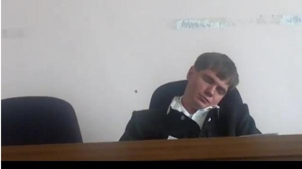 спящий судья: Фото
